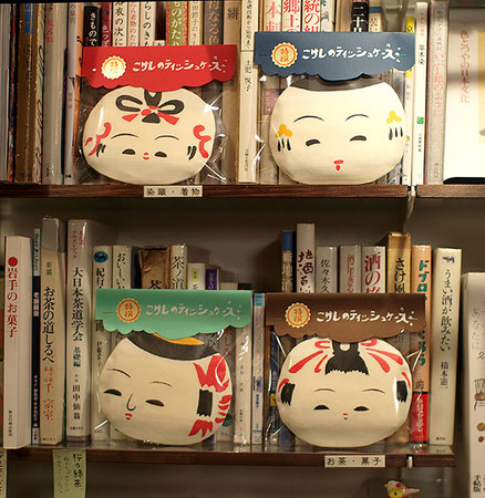 kokeshi_tissue.jpg